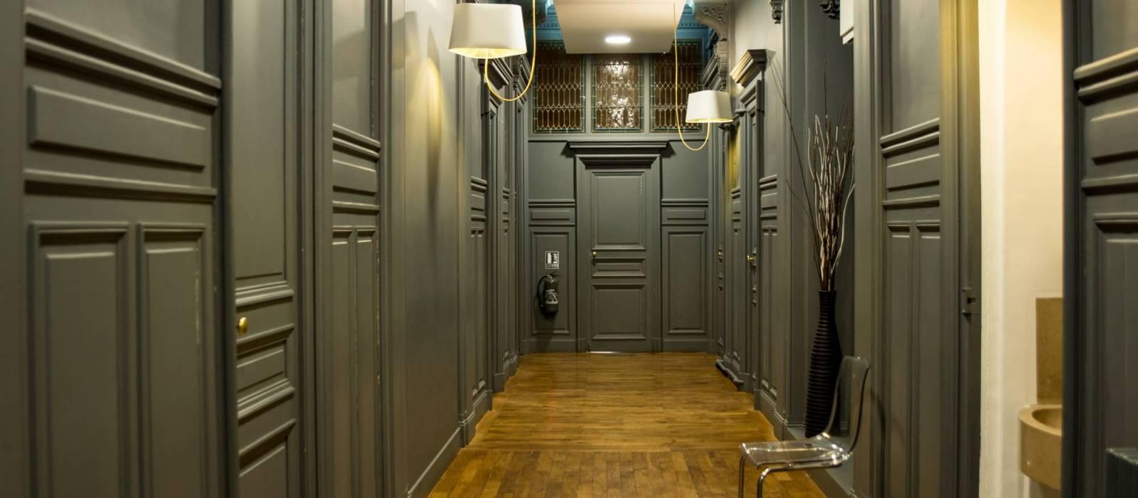 Couloir du cabinet de chirurgie esthétique - Dr Hamou